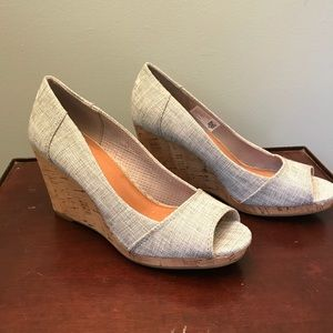TOMS Stella grey wedge sandals size 7.5